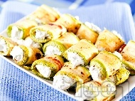 Рецепта Предястие от печени тиквички пълнени със сирене и заквасена сметана
